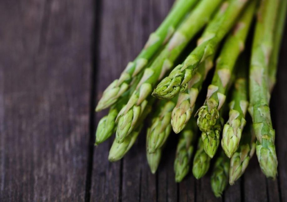 Asparagus helps detox and build muscle